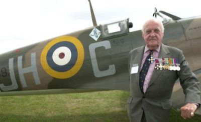 Air Commodore Peter Brothers in front of a Spitfire Pic Craig Hibbert